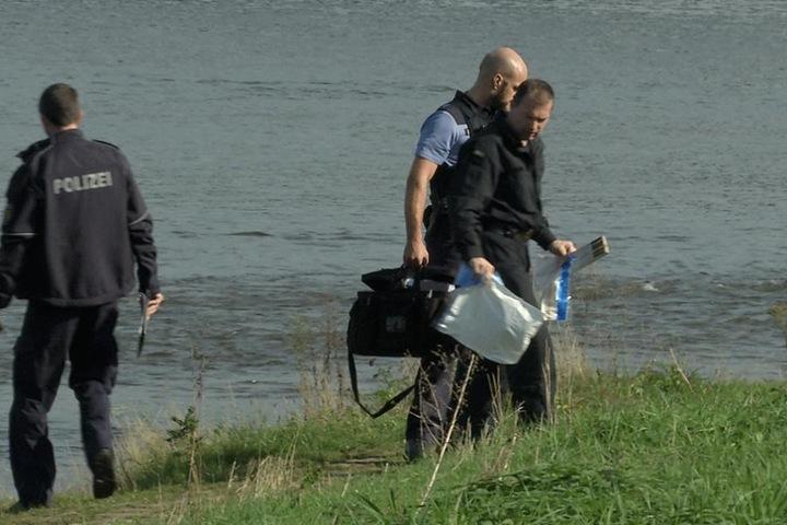 Die Spezialisten des LKA nahmen den Verdächtigen Gegenstand für weitere Untersuchungen mit.