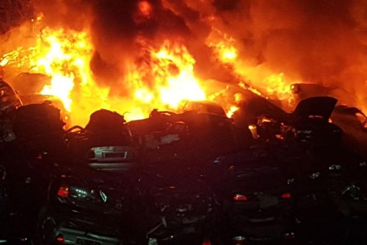Die Flammen schlugen bis zu 15 Meter hoch in den Nachthimmel.