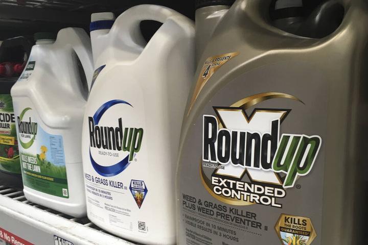 """Bei dem Prozess ging es um das Unkrautvernichtungsmittel """"Roundup"""" der Bayerr-Tochter Monsanto."""