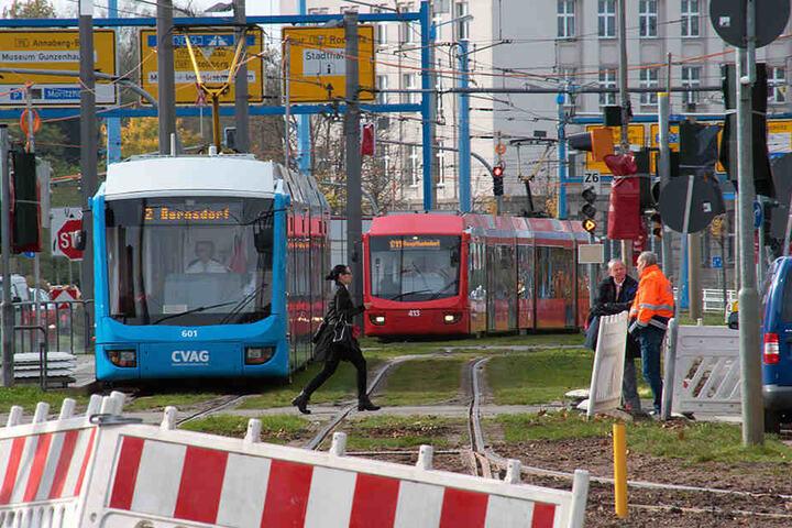 Zenti-Umbau: Jetzt stauen sich sogar die Straßenbahnen an der Bahnhofstraße.