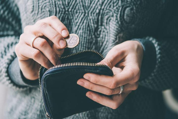 Die Geldbörse lag im Auto der Frau. (Symbolbild)