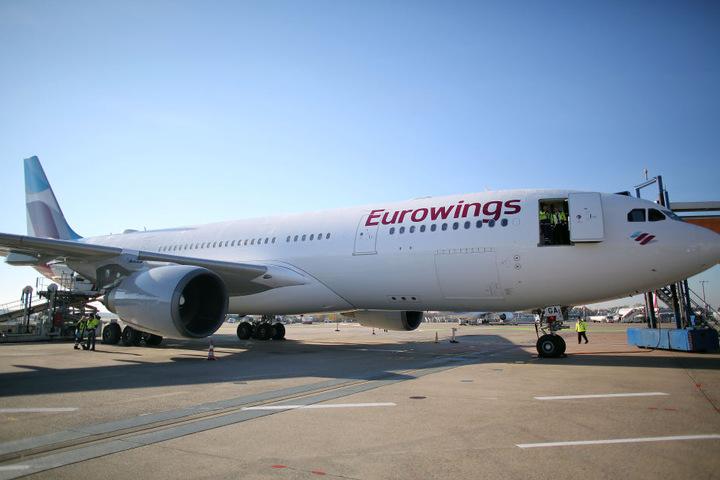 Wie mehrere Medien berichten, habe der Verdacht bestanden, dass sich an der Maschine der Lufthansa-Tochter Eurowings eine Bombe befinden könnte. Das bestätigte auch die Luftfahrtbehörde Kuwaits.