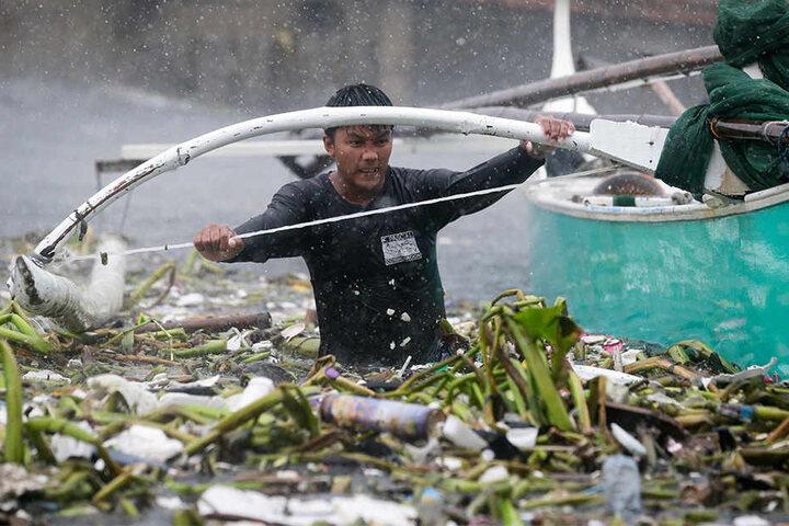 Viele Küstendörfer versinken in den verschmutzten Fluten. Hunderttausende mussten ihre Häuser verlassen.