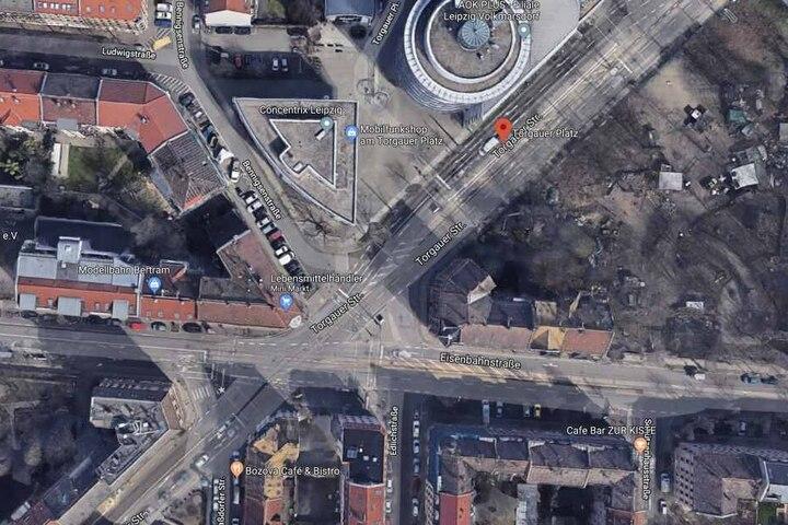 """Der Unfallort befindet sich an der Straßenbahnhaltestelle """"Torgauer Platz"""" nahe der Eisenbahnstraße."""
