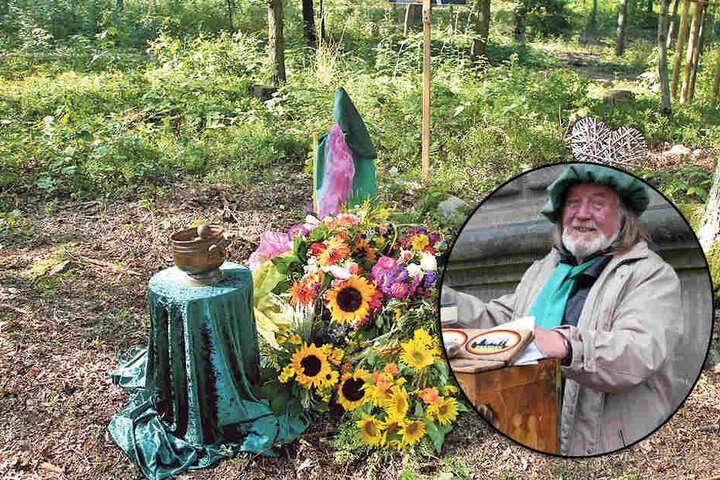 Das Grab der Dresdner Drehorgel-Legende im Coswiger  Friedewald.