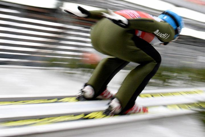Die deutschen Skispringer zeigten am Samstag in der Qualifikation in Oberstdorf ansprechende Leistungen.