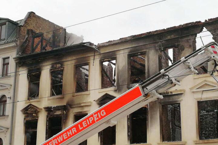 Es sind deutliche Risse an der Fassade des Wohnhauses zu sehen. Das Gebäude soll zeitnah abgerissen werden.