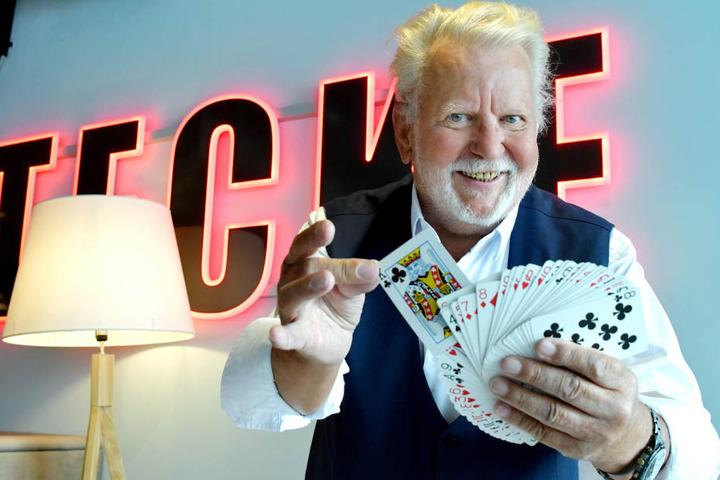 """Mit seinen Tricks verzaubert """"Zauber-Peter"""" Peter Kersten (75) auch heute noch sein Publikum."""