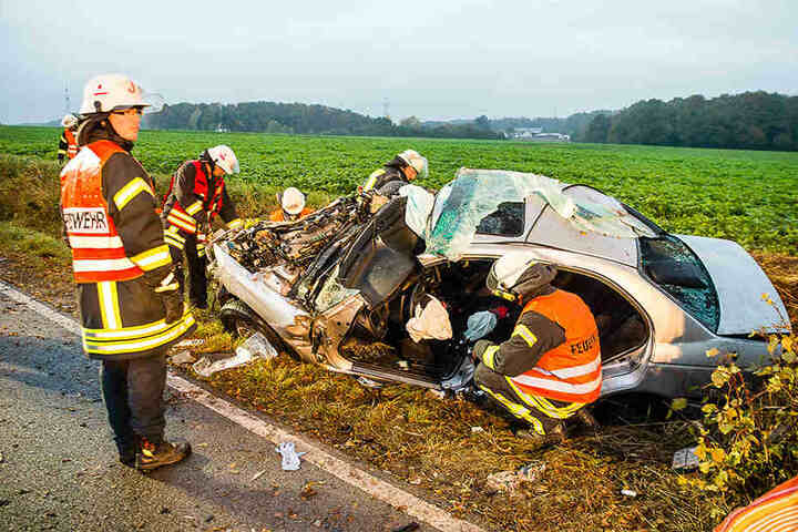 Der Fahrer konnte aus dem Wrack gerettet werden.