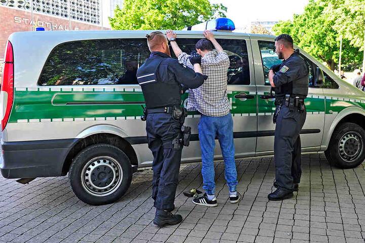 Kampf gegen Drogen: Die Polizei weitet ihre Kontrollen in die Randbereiche des Zentrums aus.