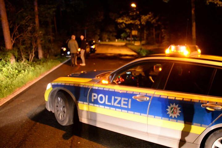 Die Polizei musste die Straße während der Unfallaufnahme sperren.