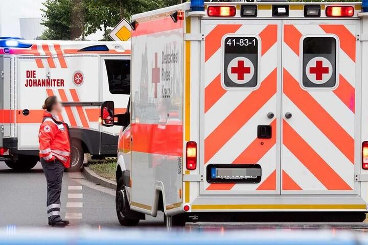 Der Notarzt konnte nur noch den Tod der beiden Fahrer feststellen. (Symbolbild)