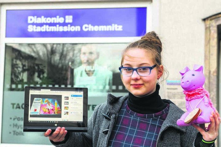 """Sie hilft den Obdachlosen im Tagestreff """"Haltestelle"""": Janice Schmelzer (14) mit Spendensparschwein """"Rosalie"""" und ihrer eBay-Verkaufsseite."""