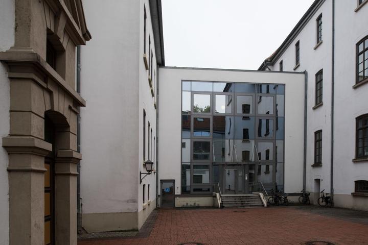 Das Landgericht in Aurich: Hier steht von Donnerstag an ein 69-Jähriger vor Gericht.