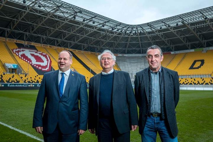 Oberbürgermeister Dirk Hilbert (45, FDP), l.), Kreuzkantor Roderich Kreile (59, M.) und Dynamo-Sportdirektor Ralf Minge (56).