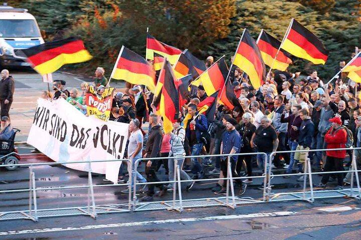 Hier eine Demo von Pro Chemnitz, ihr Chef ist Martin Kohlmann.