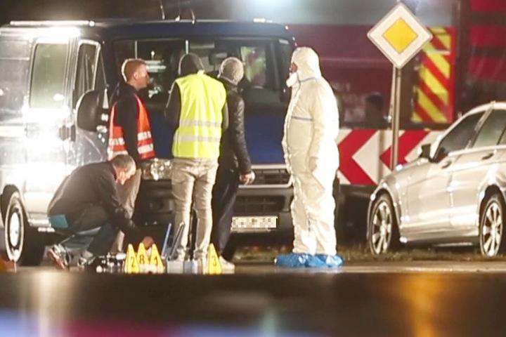 In Bayern wurde ein Mann mit schweren Verletzungen an einer Kreuzung gefunden.