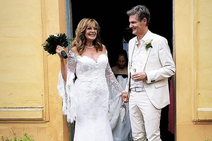 Ganz in weiß: Maren Gilzer und Harry Kuhlmann bei ihrer Hochzeit.