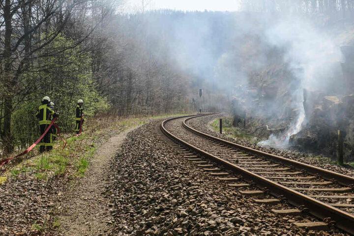 Neben der Bahnstrecke brannte es auf etwa 100 Metern.