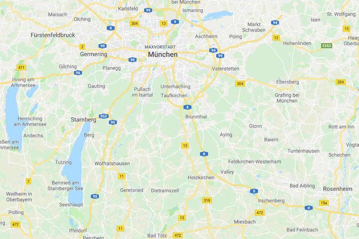 Die Polizei hat auf der Autobahn 8 in Bayern mehrfach versucht, einen betrunkenen Autofahrer zu stoppen.