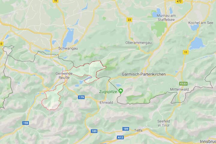 Unweit der deutsch-österreichischen Grenze in der Gemeinde Reutte ist ein Mensch gestorben.