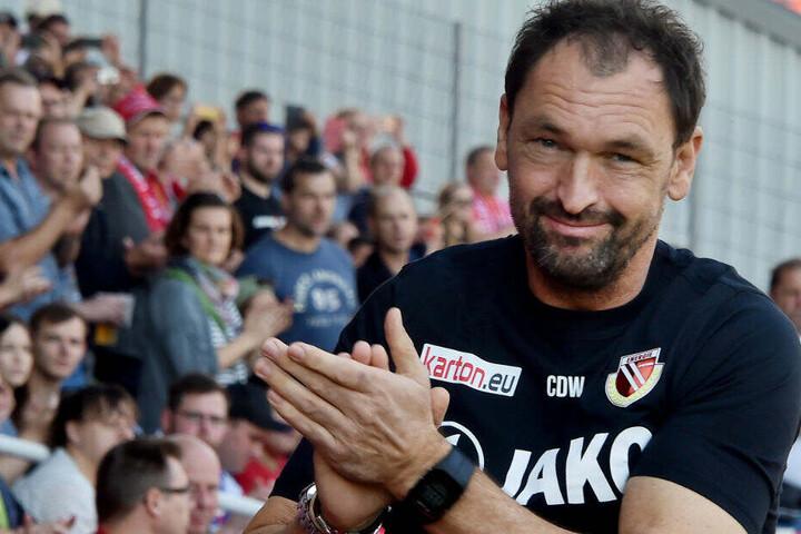 Keine Zeit für Feierei: Claus-Dieter Wollitz setzt schon den Fokus auf das kommende Drittliga-Spiel.