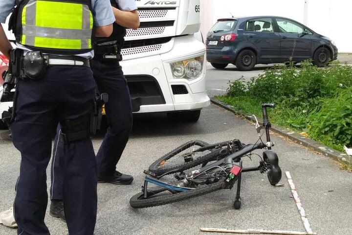 Das Fahrrad wurde bei dem Unfall ebenfalls schwer beschädigt.