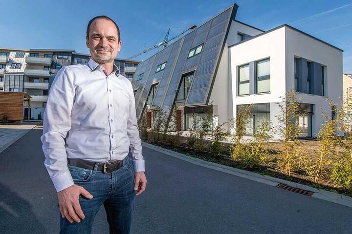 Wärme stellt den Hauptenergie-Anteil in Häusern, so FASA-Mitarbeiter René Krauß (44). Auch auf dem Gelände der alten Schloßbrauerei (F.) errichtet seine Firma Sonnen-Häuser und -wohnungen.