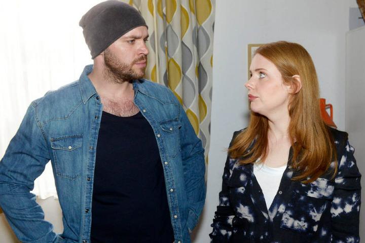 Erik und Toni müssen so tun, als seien sie ein Paar.