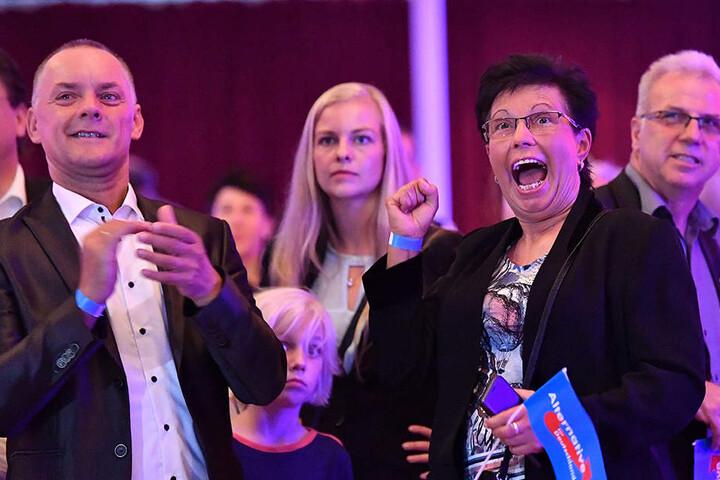 Große Freude nach der ersten Prognose bei der AfD in Erfurt.