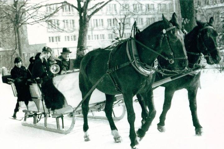 1939 fuhren die Postschlitten für kurze Zeit als Touristenattraktion durch Oberschlema im Erzgebirge.