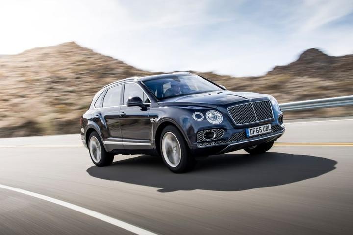 Solch ein Bentley Bentayga wurde Mick Mark gestohlen. Die Polizei gab den Wert des erst wenige Wochen alten Wagens mit 240.000 Euro an.