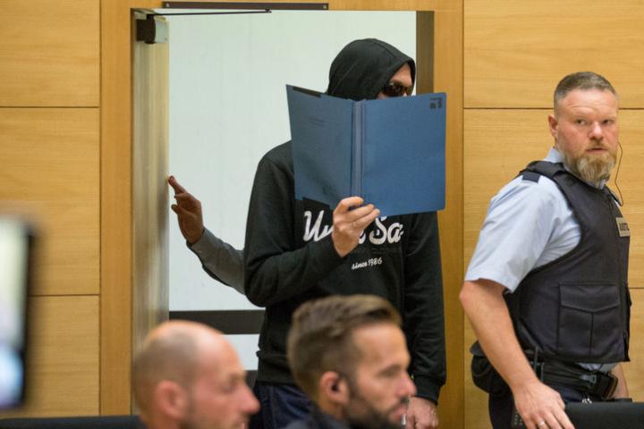 Vor dem Landgericht verbarg der Angeklagte Jörg W. bisher immer sein Gesicht.