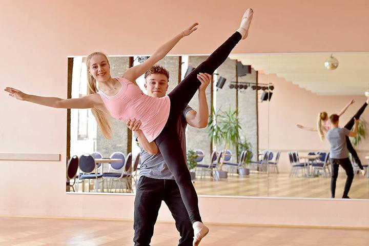 Lutricia Bock (18) ist eigentlich auf dem Eis zu Hause. Jetzt versucht sie sich mit Tanzpartner David Neubert (22).