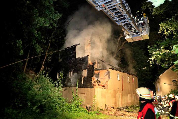 Das Gebäude wurde bei dem Feuer zerstört.