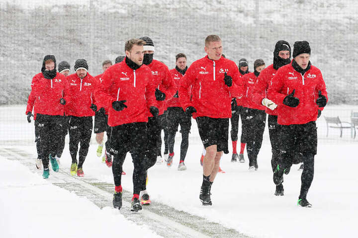 Lauftraining im Schnee: Für die Spieler gab es kein Erbarmen.