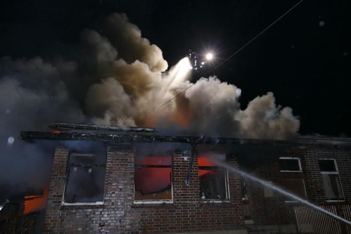 Das Gebäude wurde von dem Feuer komplett zerstört.