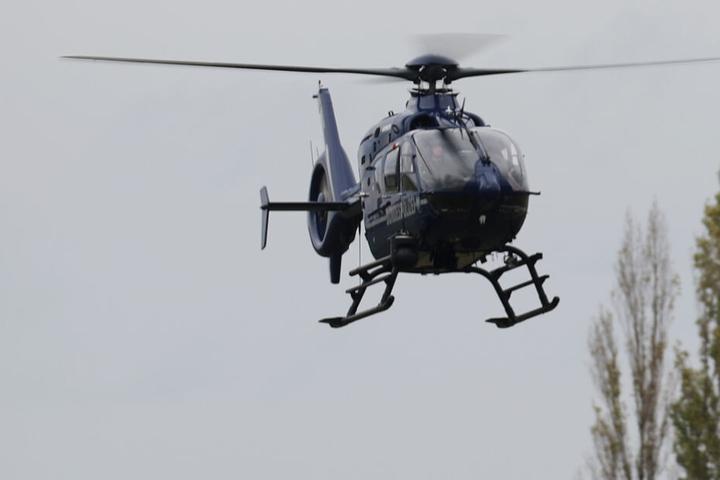 Auch ein Hubschrauber war im Einsatz (Symbolfoto).