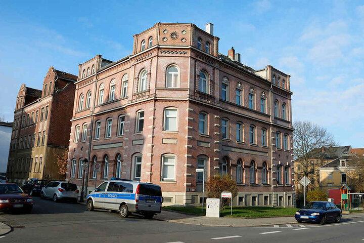Seit Monaten nervt der psychisch auffällige Mann die Nachbarschaft in der Lützowstraße.