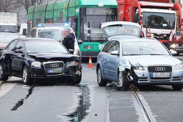 Aufgrund des Unfalls war die Linie 1 in Richtung Leutewitz unterbrochen.