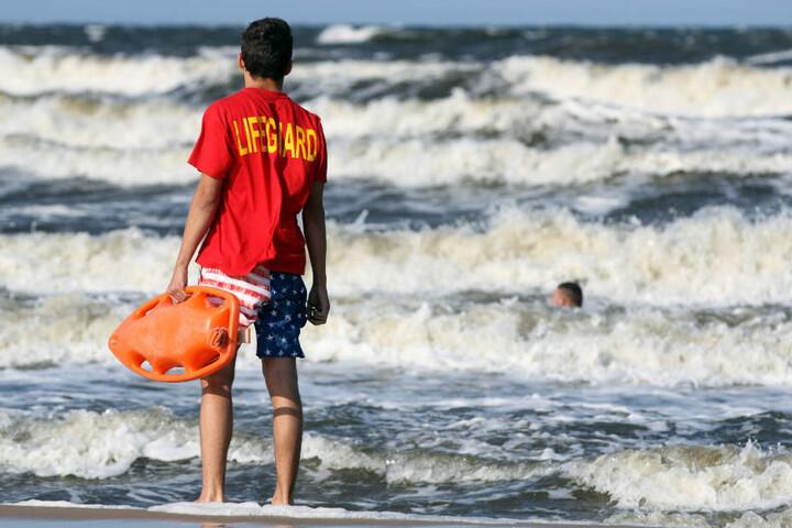 Die Rettungsschwimmer konnten den leblosen Badegast nicht reanimieren (Symbolfoto).