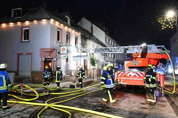 Die Hauptstraße von Stockstadt am Main war während des Feuerwehreinsatzes gesperrt.