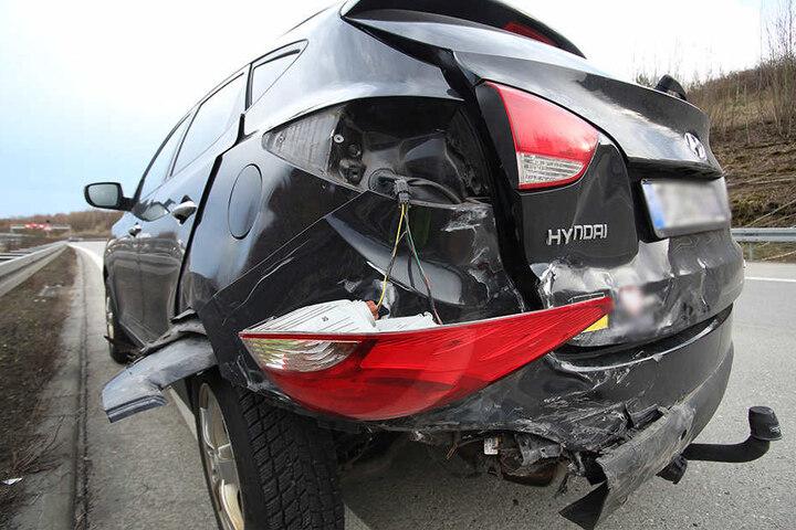 Auch der Hyundai wurde erheblich demoliert.
