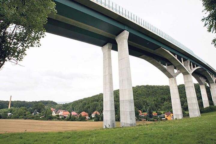Unter der Lockwitztalbrücke wurde die Leiche des Unternehmensberaters  gefunden.