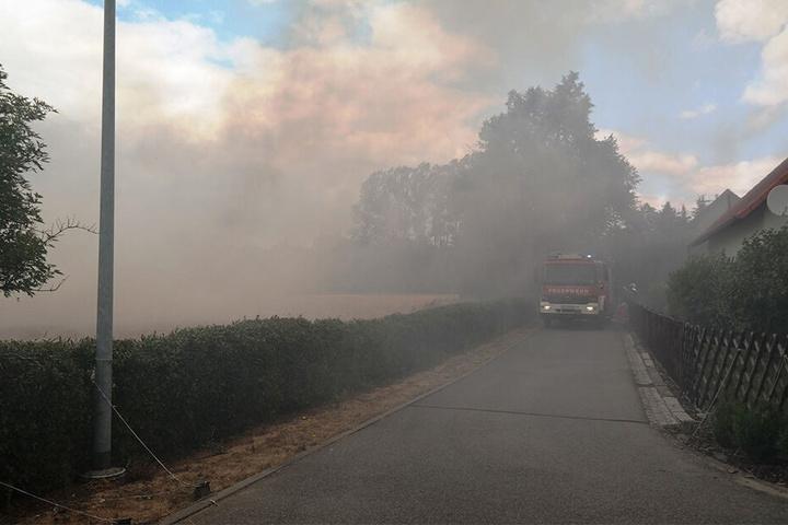 Dicke Rauchschwaden zogen Richtung Straße.