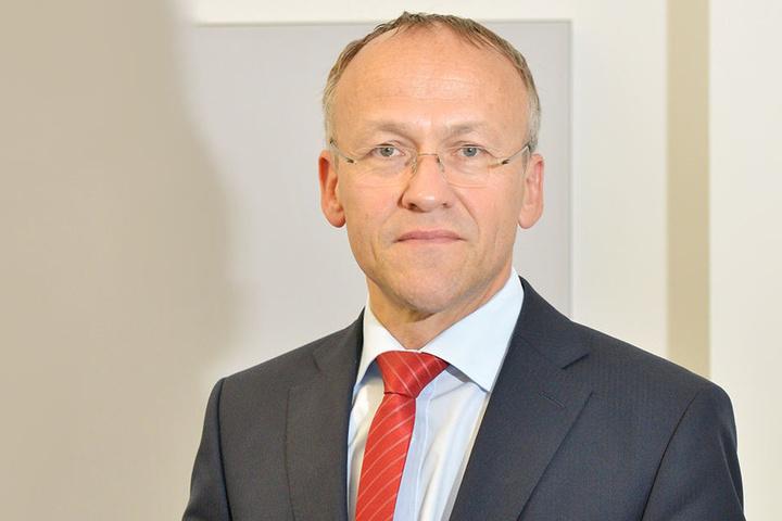 Sitzt auf 305,1 Millionen Euro: Finanzbürgermeister Peter Lames (53, SPD).