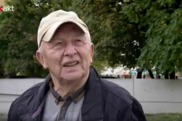 Der Holocaust-Überlebende Rolf Isaacsohn (84) und das Team von MDR-Exakt wurden am 12. Oktober am Denkmal im Leipziger Zentrum angegriffen.