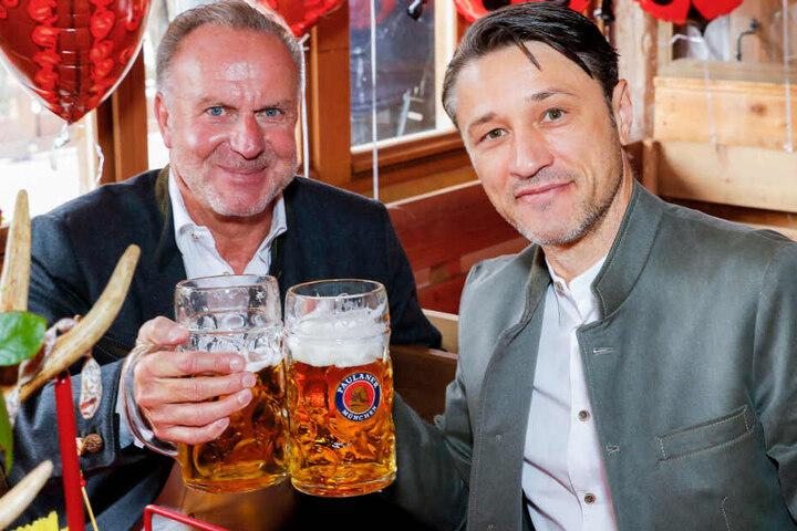 Karl-Heinz Rummenigge (l.) hat sich zur Zukunft von Trainer Niko Kovac (r.) beim FC Bayern geäußert.