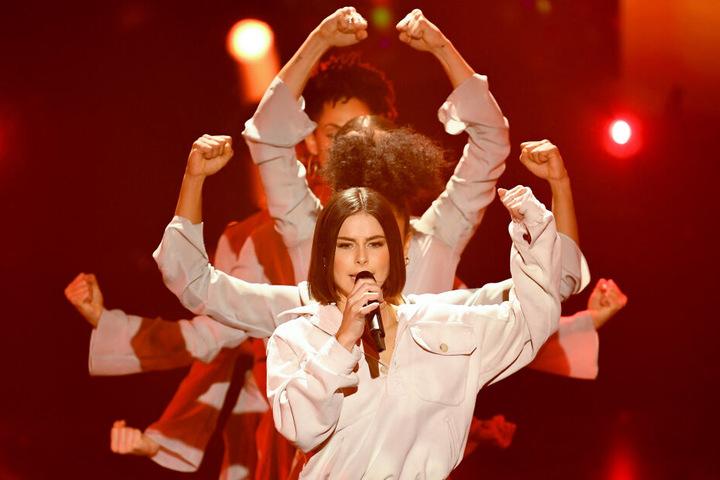 """Lena Meyer-Landrut steht beim Vorentscheid für den Eurovision Song Contest """"Unser Lied für Israel"""" auf der Bühne."""
