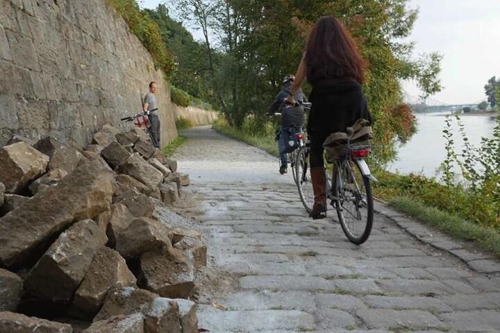 Der holprige Körnerweg soll saniert werden. Das Denkmalamt verlangt aber passende Steine.